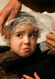 ребенок с пакетом на голове